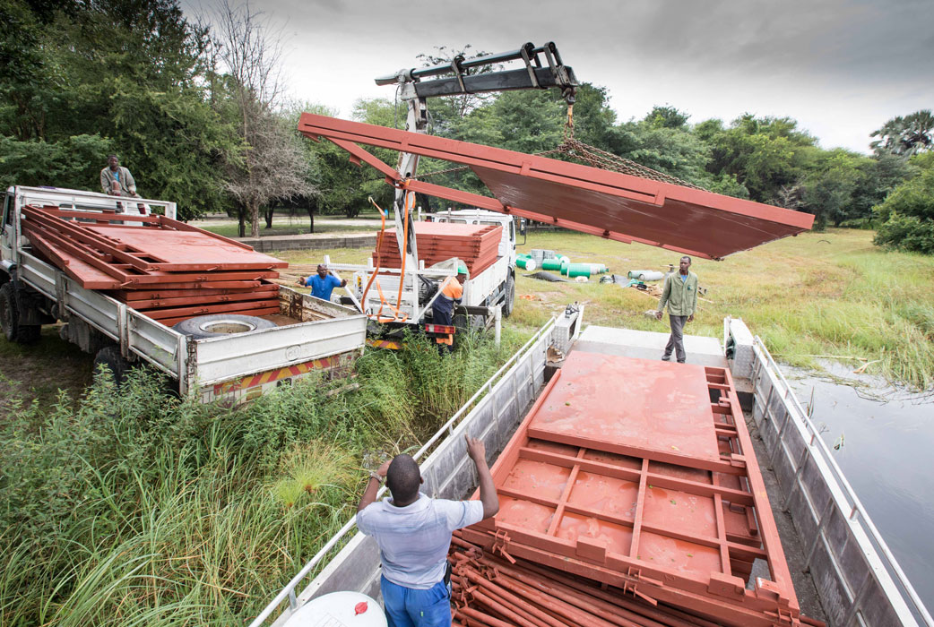 Loading mobile bomas from truck to boat